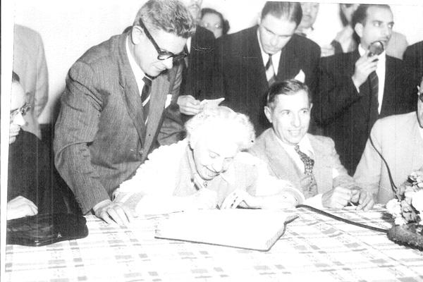 Instituição da Fundação Sinhá Junqueira, em 14 de junho de 1950