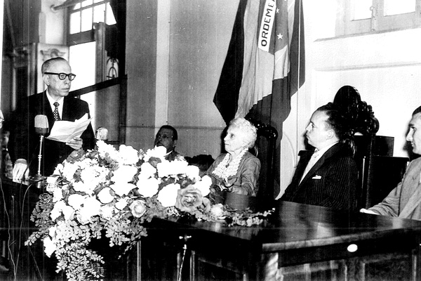 Dona Sinhá Junqueira recebe o título de cidadã ribeirão-pretana